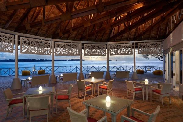 Raiyvilaa Sunset Terrace Bar