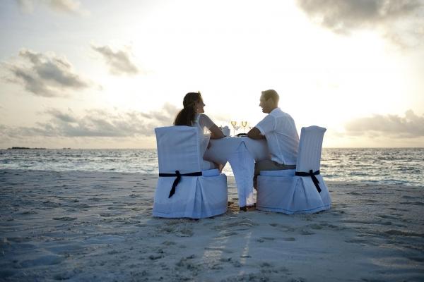 ROMANTIC BEACH BBQ DINNER